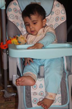 رایین در صندلی غذا